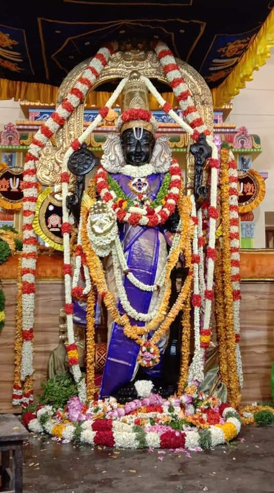 athivaradar_standing_prompt_travels_chennai